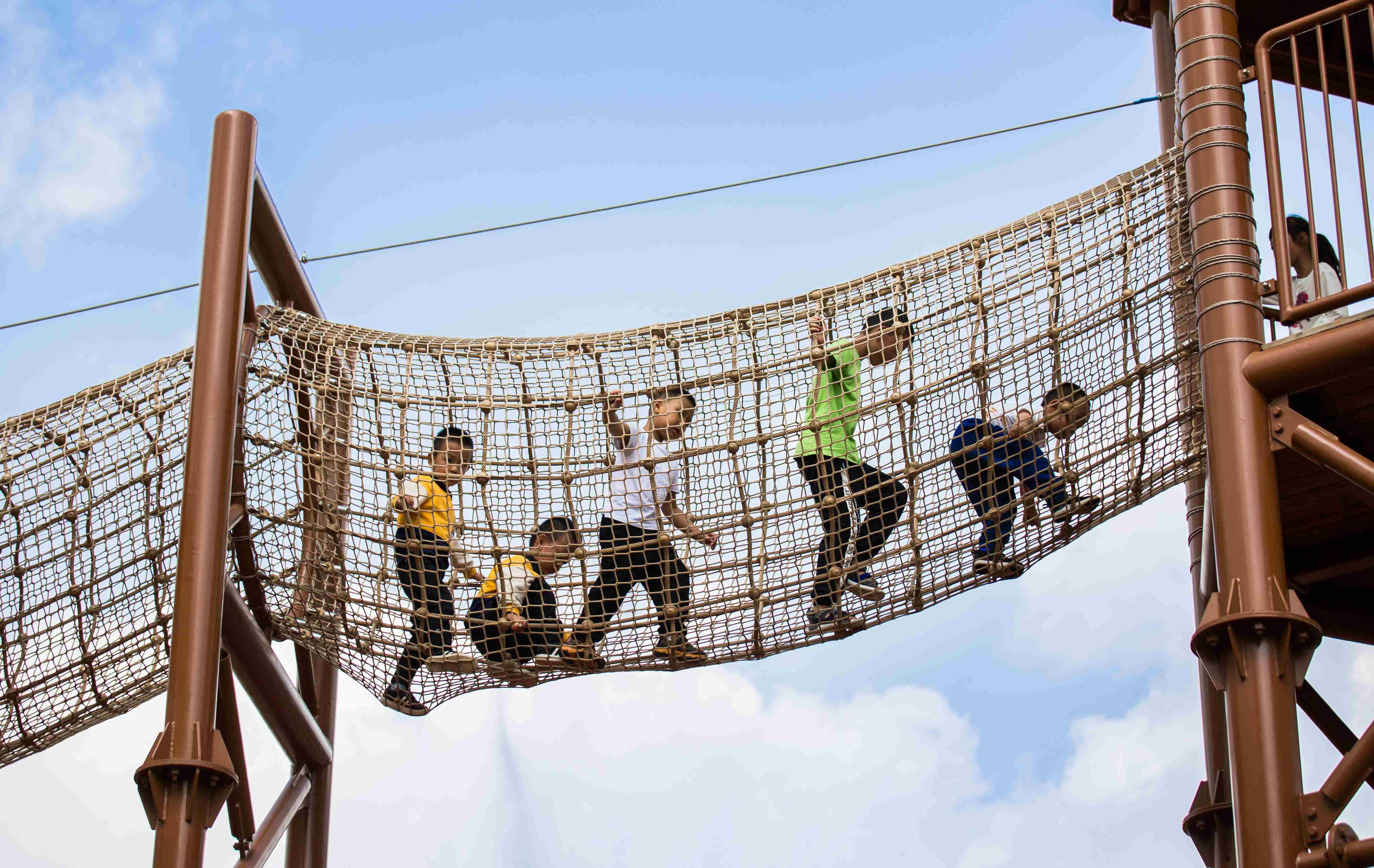 大型进口亚博体育足球官网设备
